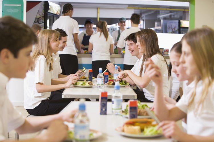 Alimentazione e adolescenza: non sempre un rapporto facile